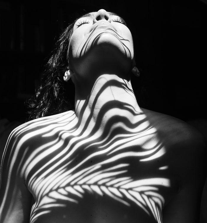 black-and-white-shadow-photography-emilio-jimenez-9-576bc8ebf3008__7001