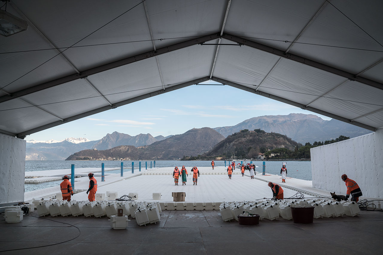 At the headquarters in Montecolino, construction workers assemble the piers, which are assembled in 100-meter-long segments and stored outside Montecolino on Lake Iseo, January 2016.Photo by Wolfgang Volz.