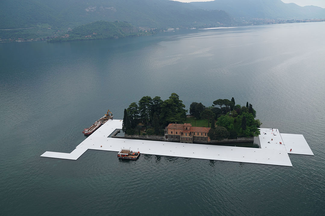 Workers start to encircle the island of San Paolo with the first floating elements, April 2016.Photo byWolfgang Volz.
