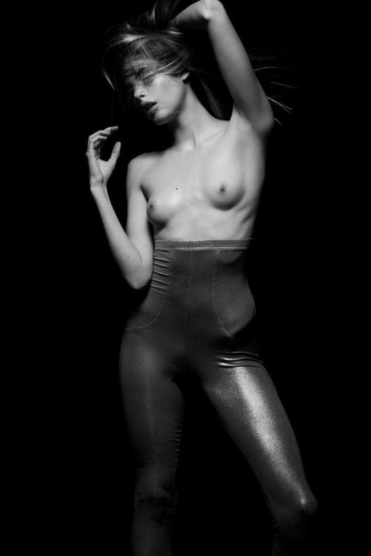 Charlotte_Kemp_Muhl-Cameron_Krone–S_Magazine-03-meggalifsnotables